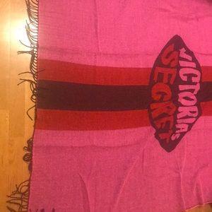 🔴 2/$15 Victoria's secret blanket